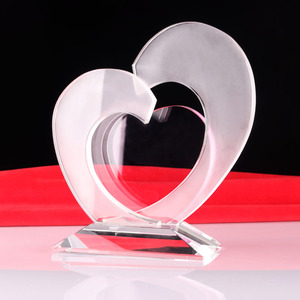 Incomparable crystal glass trophy heart shaped acrylic plaque award for honor