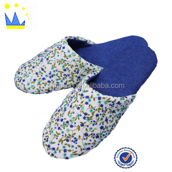 China factory fashion design printed fabric unisex house slippers