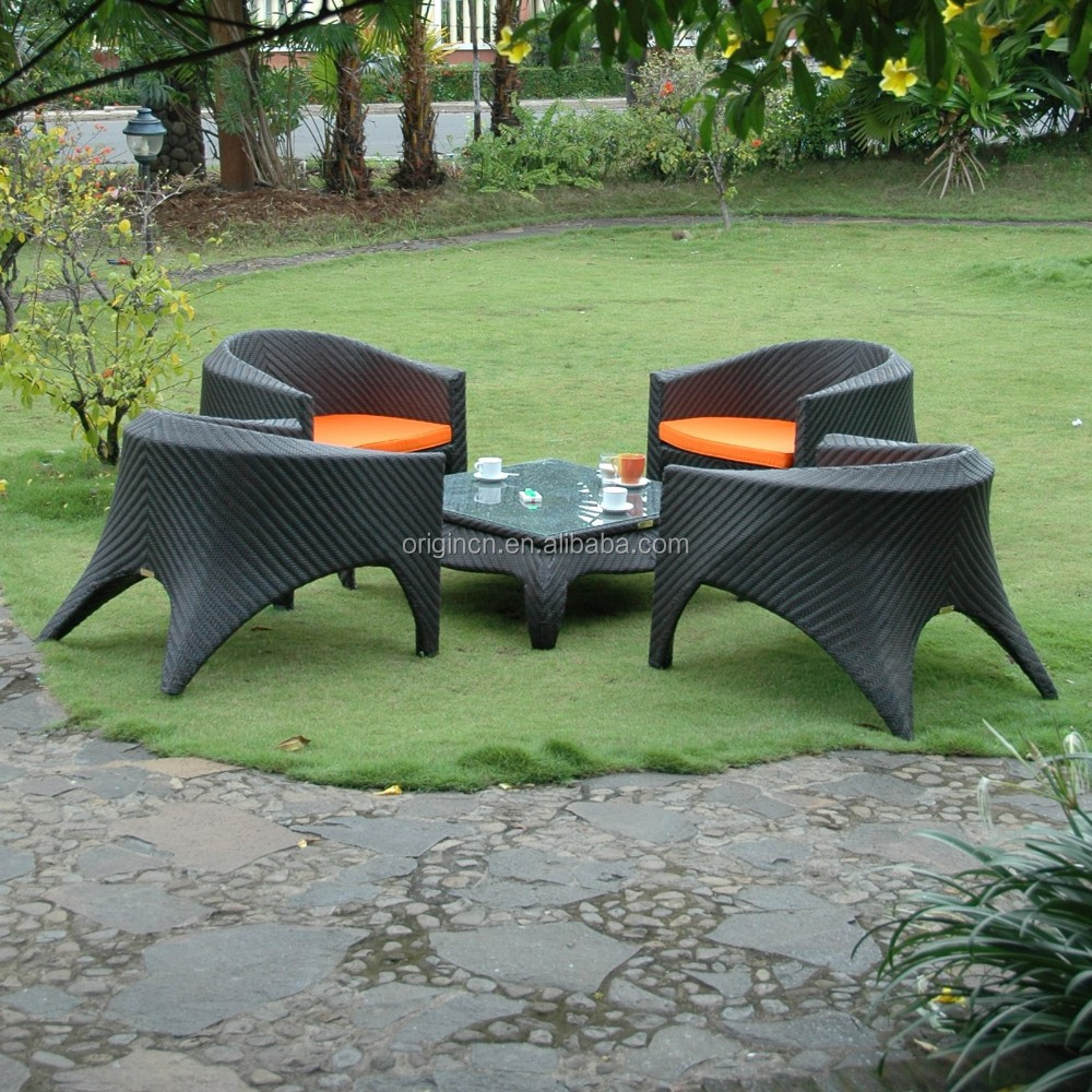 5 pc low-profile plastic rattan woven outdoor furniture with coffee table and modern park chair