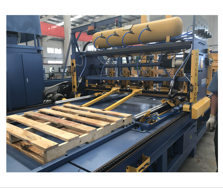 China Automatic Wooden Pallet Making Machine With Working ...