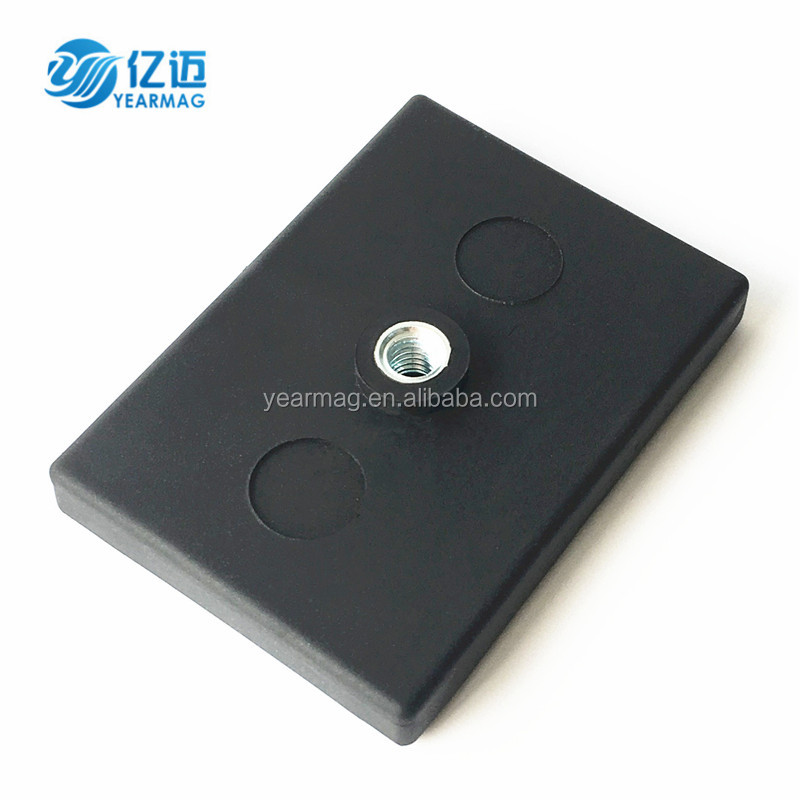 China Free Sample Rubber Coated Cover Rectangular Magnet with Threaded Hole for Mounting Holder
