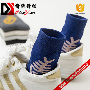 Factory cute tube cotton jacquard fish pattern cotton men socks for wholesale