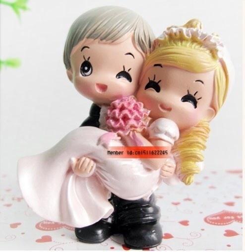 Kissing Couple Cake Topper