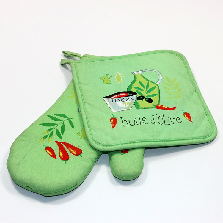 100% Cotton, Machine Washable, Printed Oven Mitt and Pot Holder Gift Set