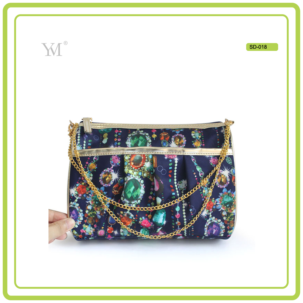 Customized Best Selling Promotional Gold Chain Cosmetic Bag