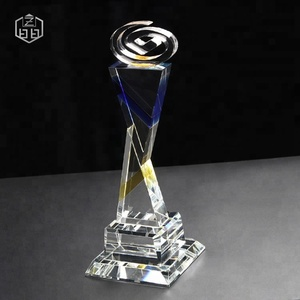 Customize Triangle Glass Crystal Pyramid Trophy For Business Souvenir