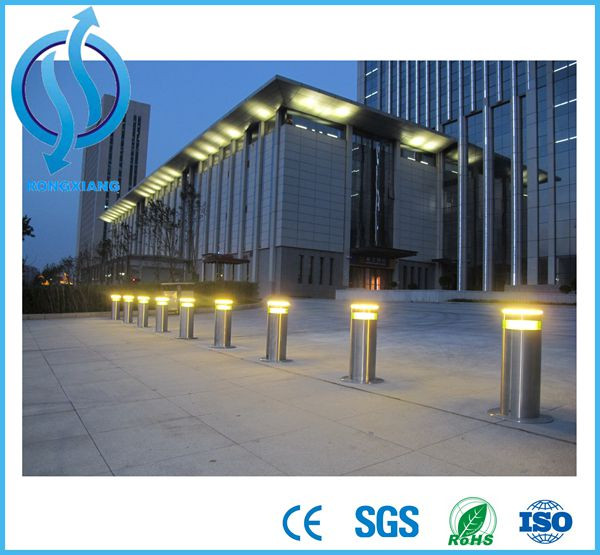 Remote control automatic rising bollard with hydraulic driving