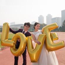 """Velké zlaté nafukovací písmena """"LOVE"""" z Aliexpress"""