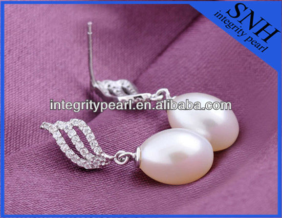 jewellery earrings with nice pearl quality and fine pearl luster