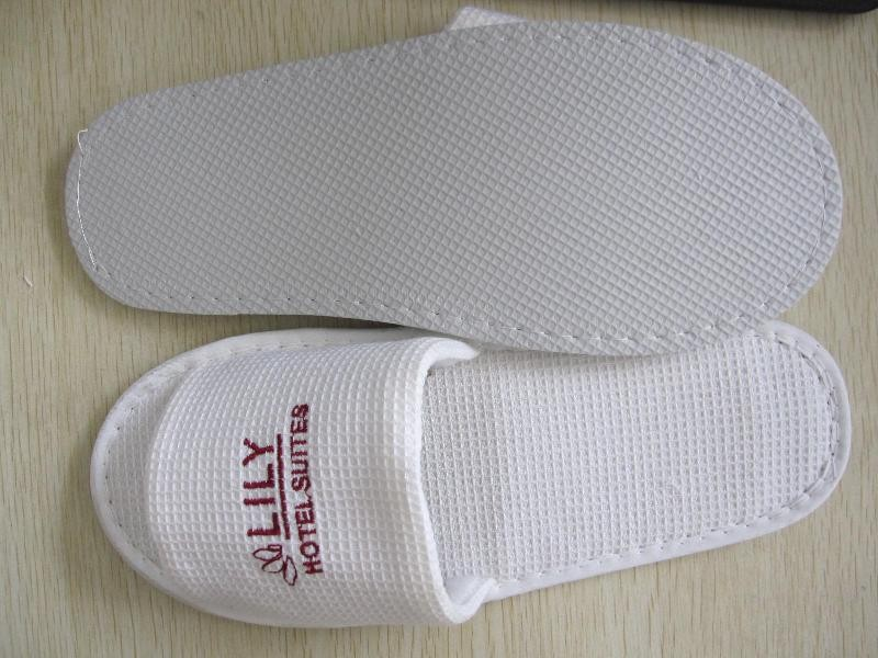 Low price of good quality wholesale hotel slipper