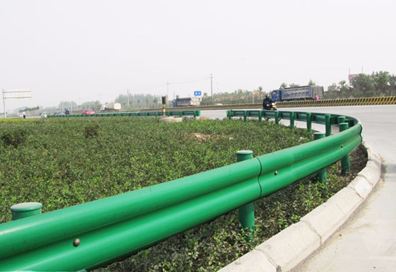 Top Accessed Guardrail Supplier / in Russian style safety steel w beam traffic sprayed advanced guardrail