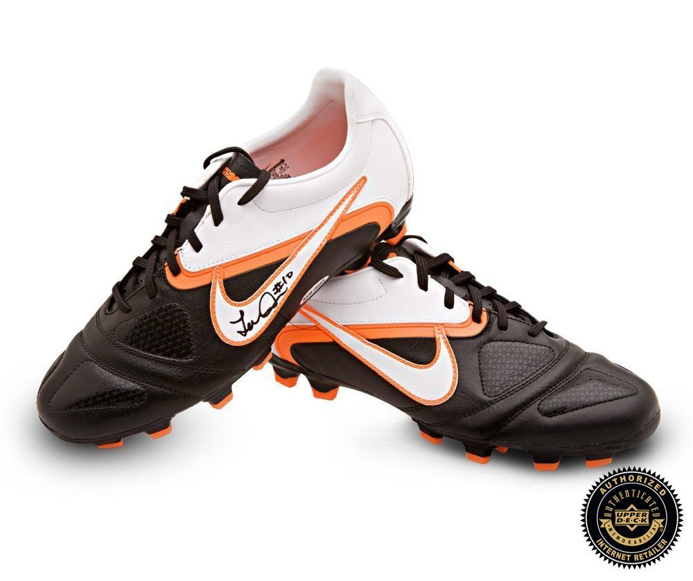 3d7e9dcb8 Get Quotations · Landon Donovan Autographed Signed Nike CTR360 Libretto II Soccer  Cleats