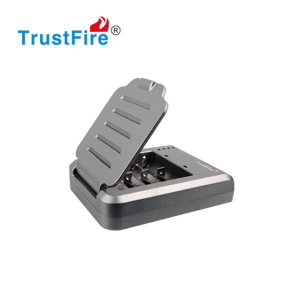 TrustFire original imr/li-ion 18650 35A battery 3.7v charger 4 slots smart charger TR-003P4 multifunction charger for ecigarette