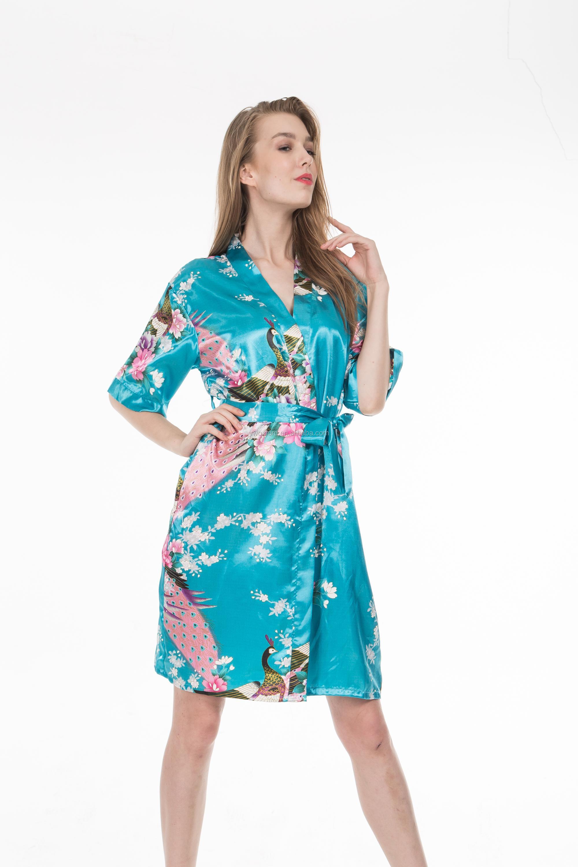 1d037828f Presentes da Festa de casamento das Mulheres Impressão Pavão Kimono Robe de  Seda de Manga Curta