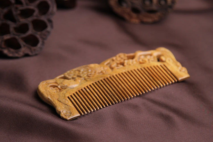 DEMI 071 Wholesale 2017 carve Hollow Wife daughter gift Natural green sandalwood OEM hair tool craft best beard wooden comb hair