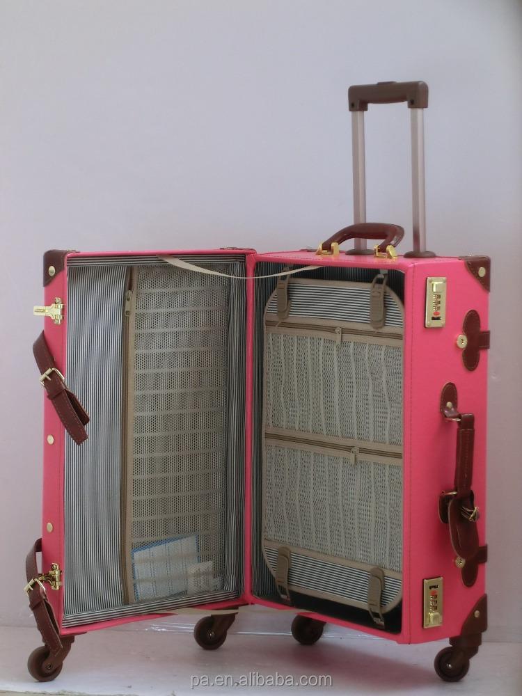 roze vintage koffer oude uitziende met spiner wielen. Black Bedroom Furniture Sets. Home Design Ideas