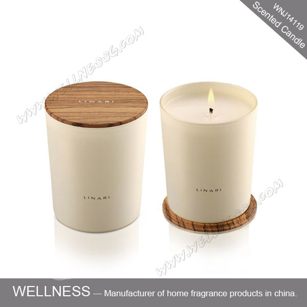 Customizable Scented Soy Candle In Glass Jar With Wooden