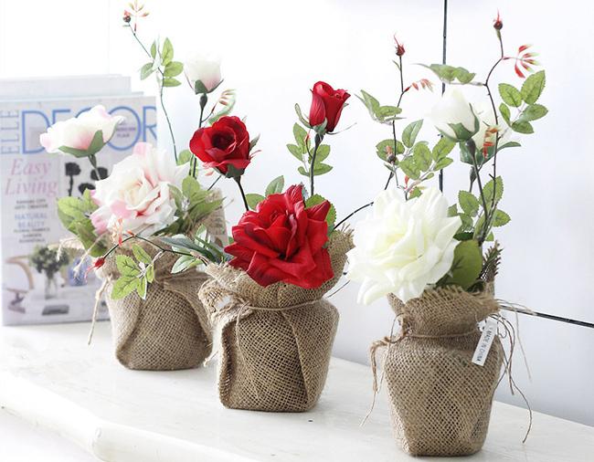 Mesa Decoracin De La Boda Rosas Artificiales Arreglos De Flores