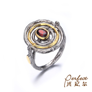 Bark Grain Circle Design Red Garnet 925 Sterling Silver Ring with Gold Plated