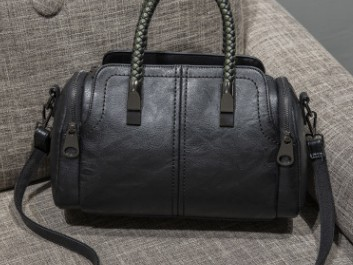 Европейская Новинка Ретро женская сумка-тоут женская сумка Бостон с заклепками женские кожаные сумки-мессенджеры подушка сумка на плечо ви...(Китай)