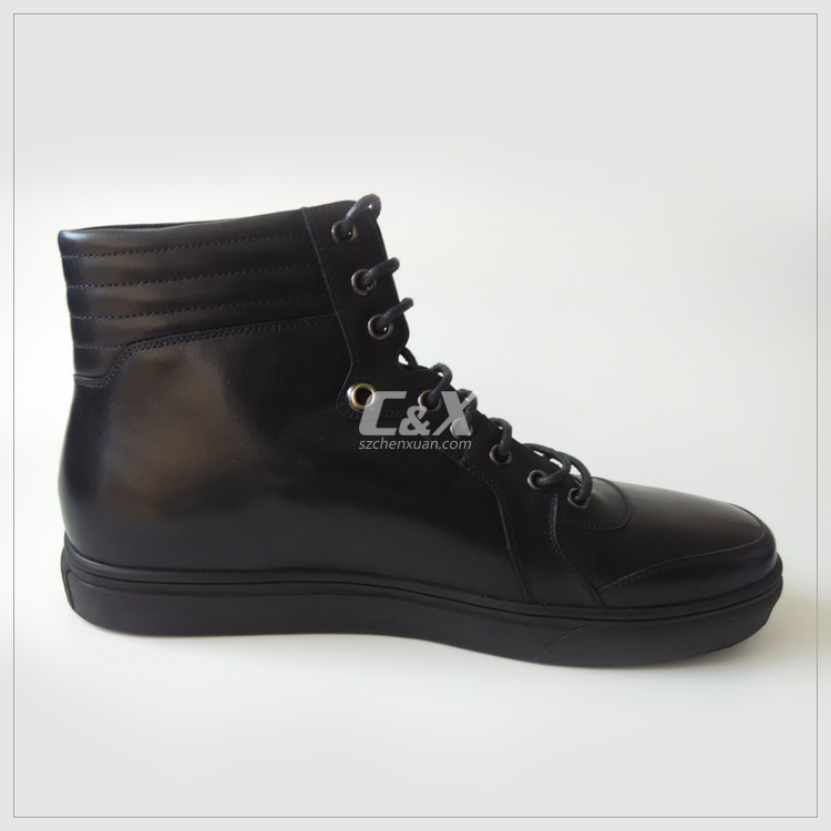 NEW ARRIVAL OF MEN LEATHER SNEAKER