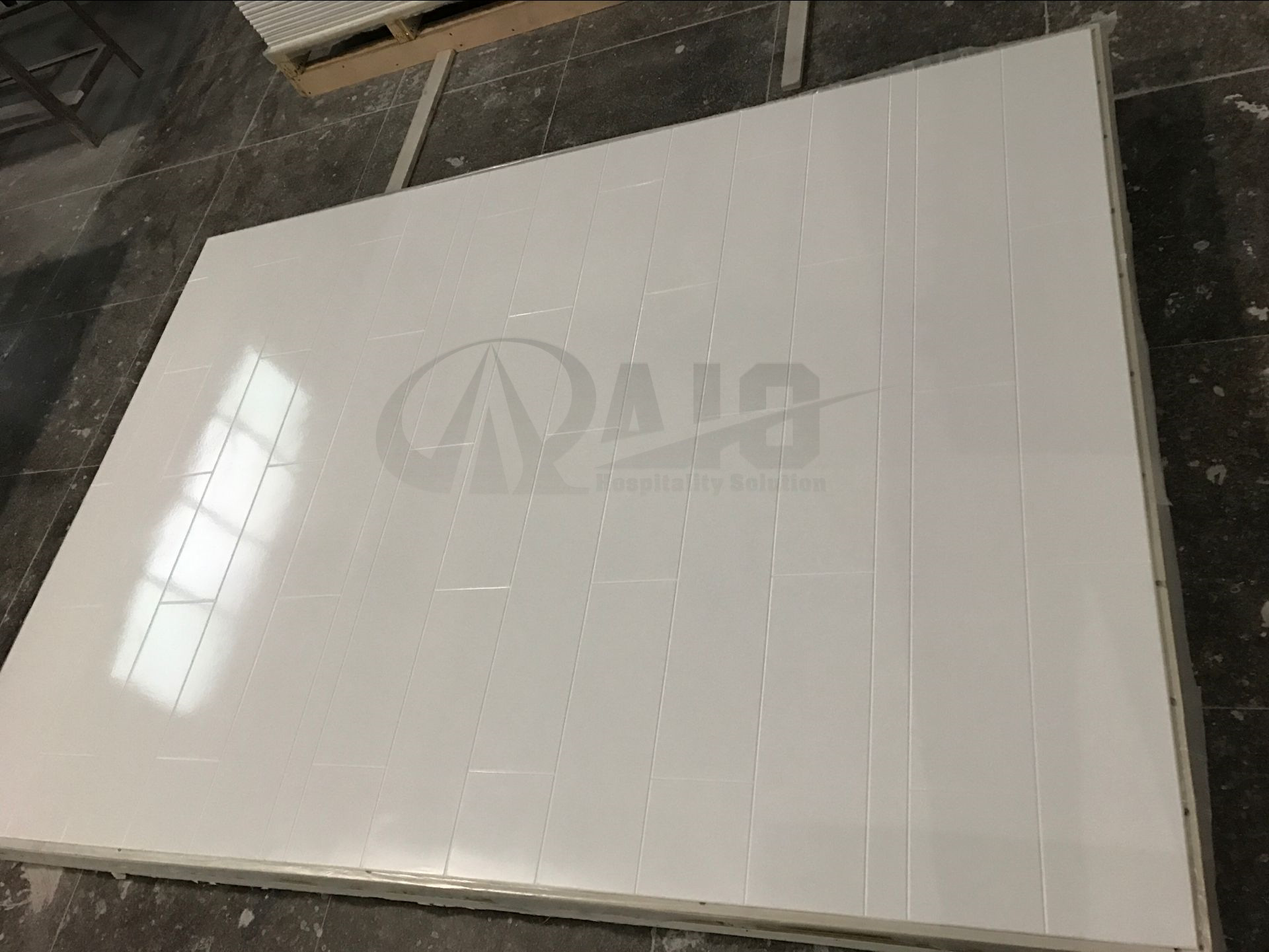 "6""x24"" Contemporary Pattern Cultured Marble Shower Surround for US Hotel Bathroom"