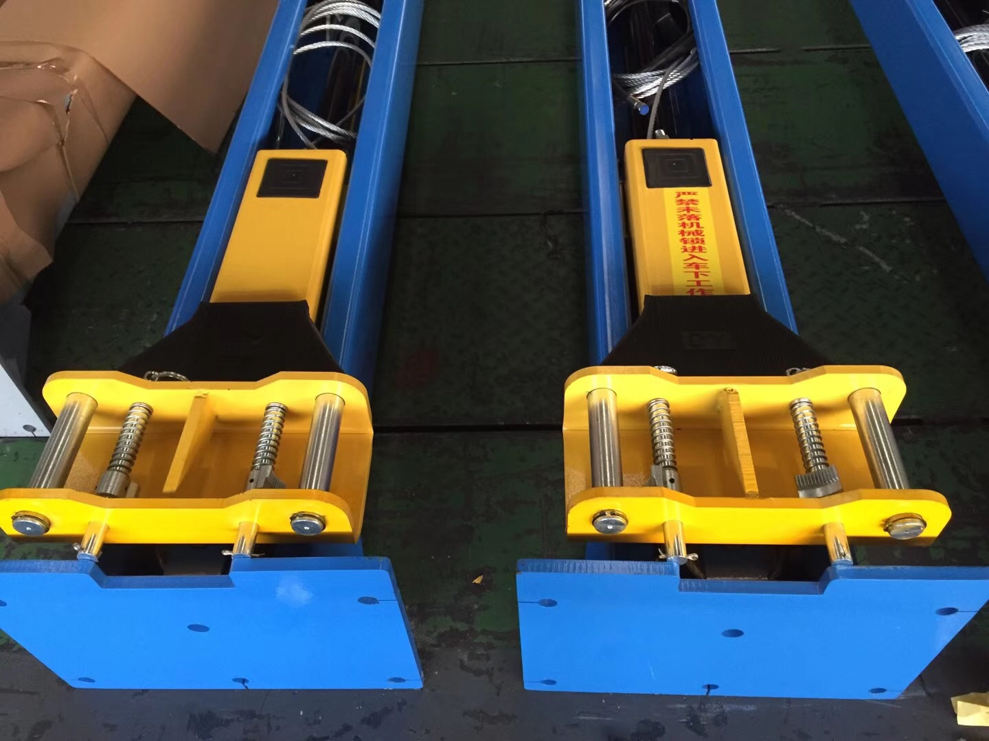 China Plate Floor Two Post Auto Hoist 4t Hydraulic Car Lift For Sale
