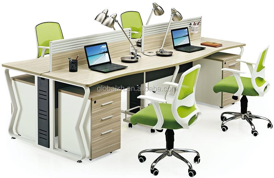 Mobilier de bureau personne téléphone portable poste de travail