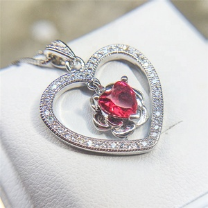European Red Zircon Pendant Heart Necklace Love Clavicle Chain Necklace Women Heart-shaped Charms Fashion Jewelry Bijoux