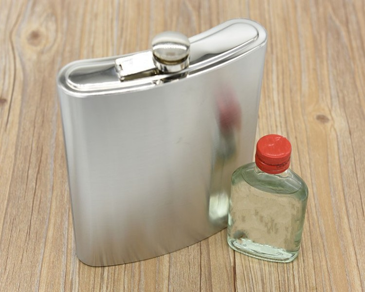 Camping Fishing Supplies Drinking Vessel 48 Ounce Stainless Steel Hip Flask