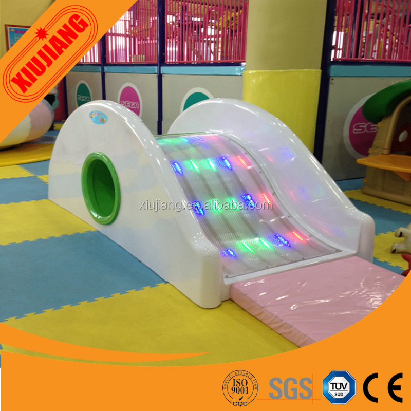 Music Play and Beautiful Electric Plastic Water Slide for Toddlers Playground
