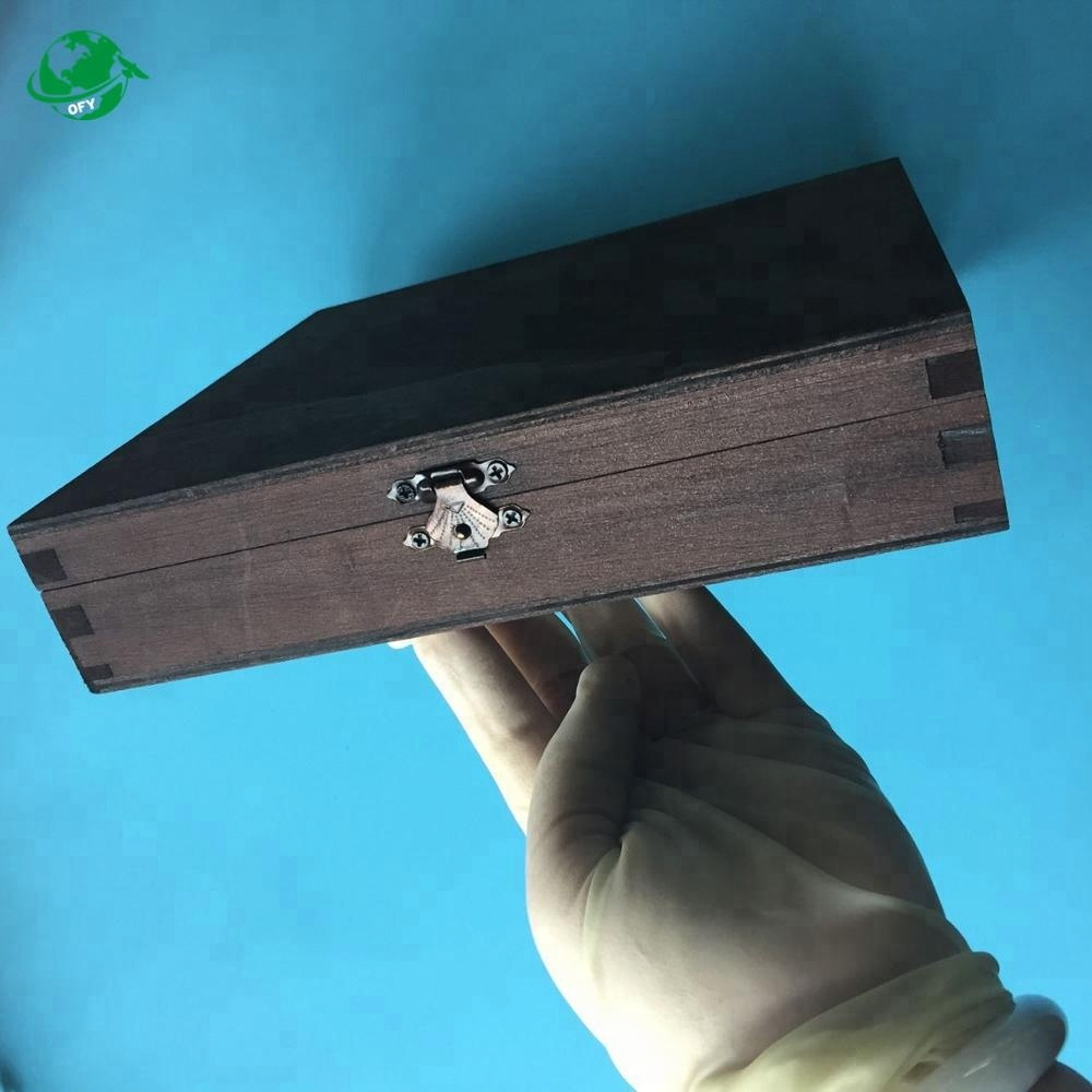 Luxury top lacquered specially customized wooden cigar box