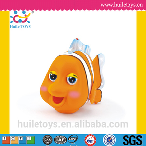 2016 Best selling Huile Toys Clever Clownfish with Light Music Electric Universal