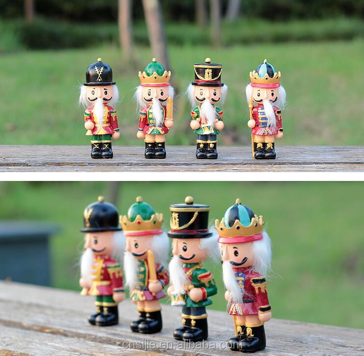 Decorative Christmas Figurines Resin Nutcracker soldier