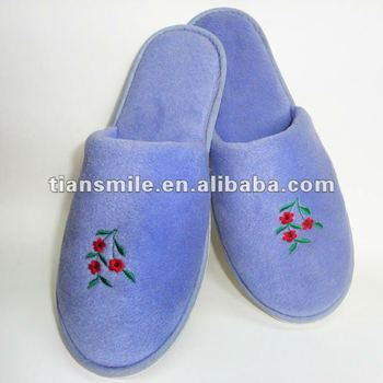 2013 Latest comfortable,beautiful,convenient with fashion designed velour hotel slipper.