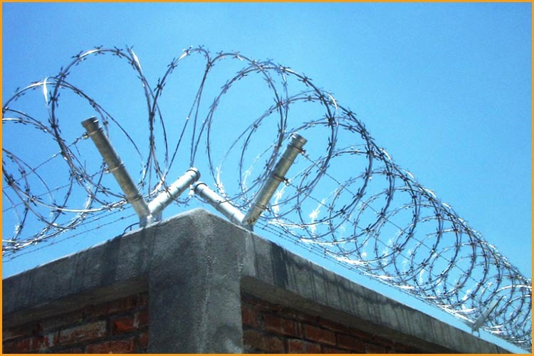 Sharp Razor Barbed Wire Fencing Equipment For Italy - Buy Razor ...