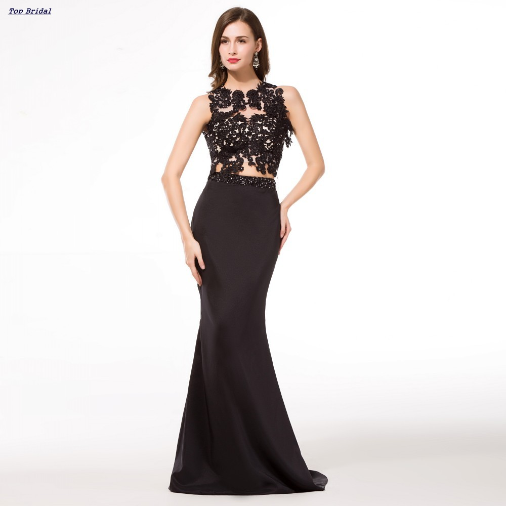 All-black formal wear is definitely a fashion imperative. All you need is a formal black dress, some nice formal shoes and a black jacket. To freshen up the outfit, put on some elegant eye-catching accessories and choose a colourful bag.