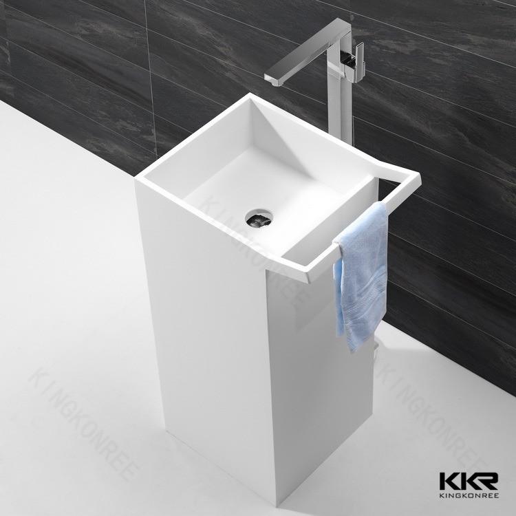 installazione bagno piccolo angolo lavabo marmo lavandino a colonna free standing lavello