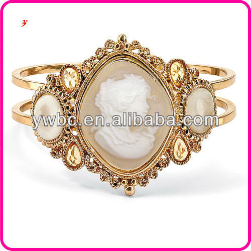 Yiwu New Arrival Lillith Star Gold tone Lucite Cameo Bangle Bracelet with Brass Band Bracelet