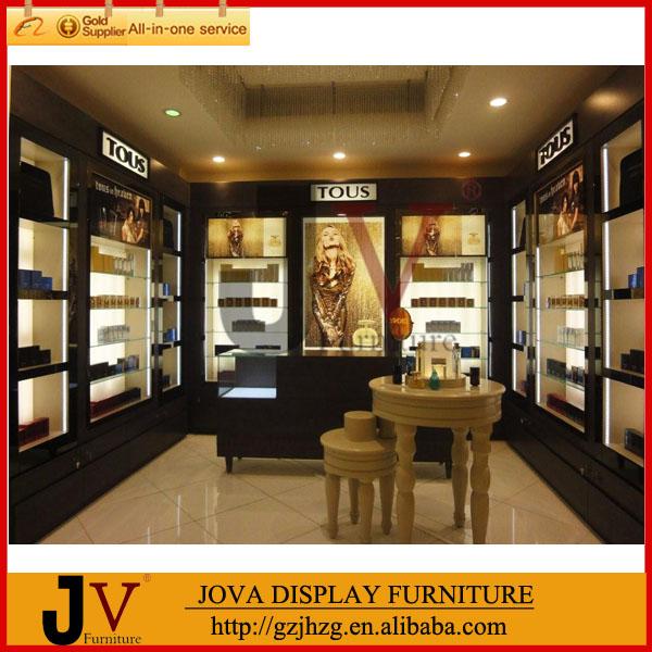 La decoración interior moderna tienda de perfumes de diseño con ...