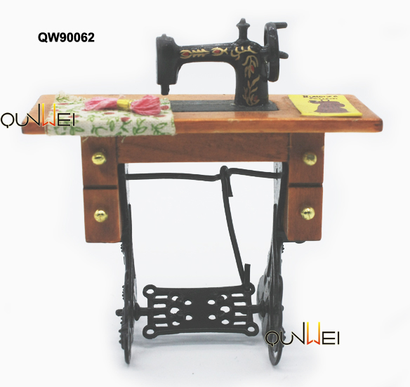 1:12 miniature dollhouse cast iron sewing machine