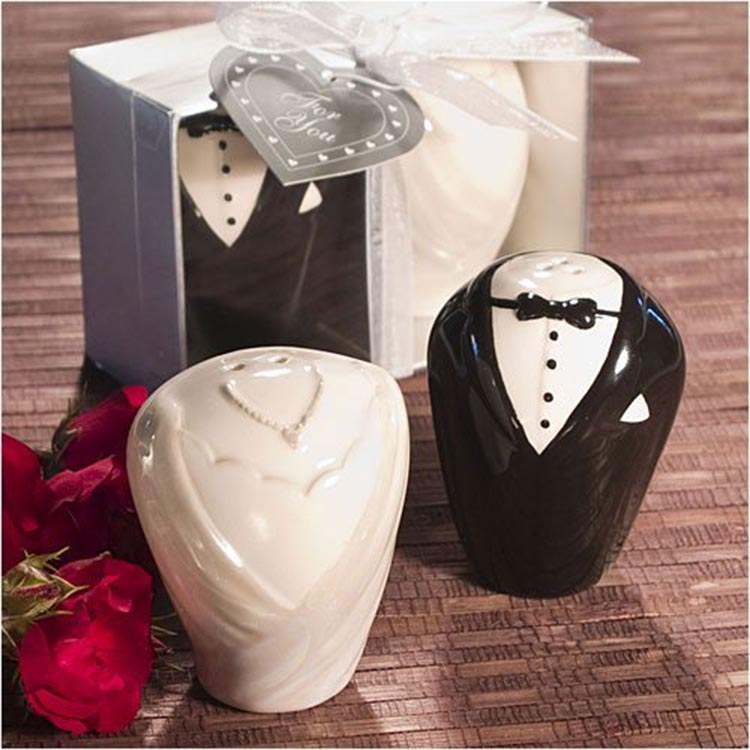 Bride And Groom Salt And Pepper Shakers Set Wedding Favors Door Gift