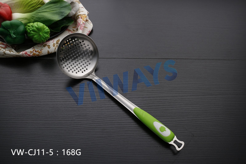 2016 VIIWAYS new design slotted ladle spoon with plastic handle