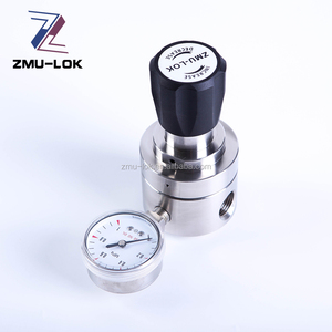 Stainless steel high pressure gas pressure reducing regulator for analyzer system