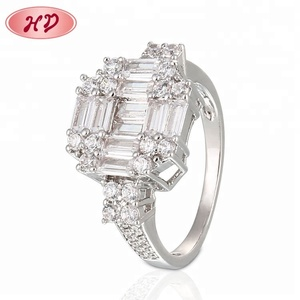 Latest Designs Paved Luxury 18K White Gold Wedding Cz Engagement Ring