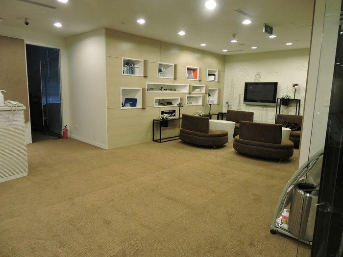 Bonne solidit de la couleur caoutchouc bas nylon bureau dalles de moquette tapis id de produit for Moquette de bureau