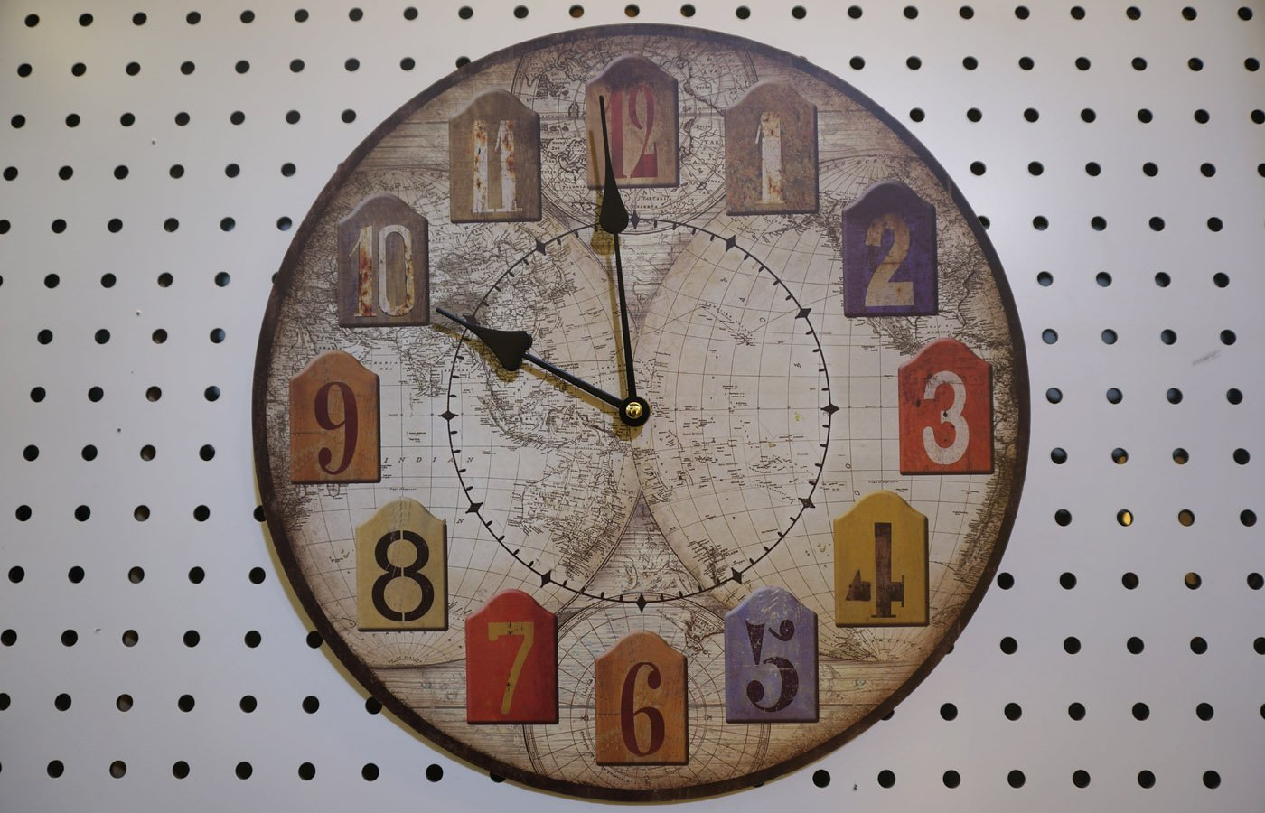 Cheap wooden wall clock india find wooden wall clock india deals on get quotations world map design antique look round wall clock shabby chic wooden faded look wall gumiabroncs Image collections