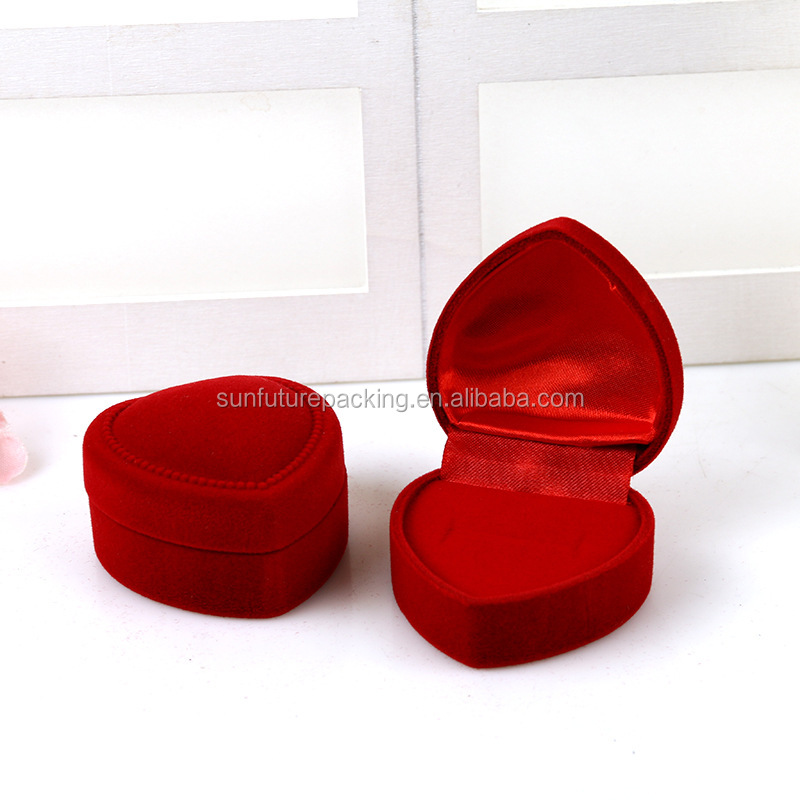 Sample Free In Stock 2017 New Style Heart Shape Red Velvet Ring Display Box