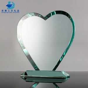 Cheap heart shape glass crystal trophy award with base