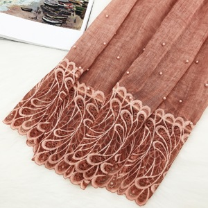 Beautiful lady solid color muslim hijab cotton shawls wholesale plain scarf lace and beads hijab
